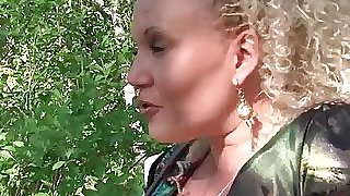 BBW french mature gets humped outdoor