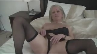 mature lady anal fingering