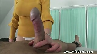 Mature british pleasuring a rod